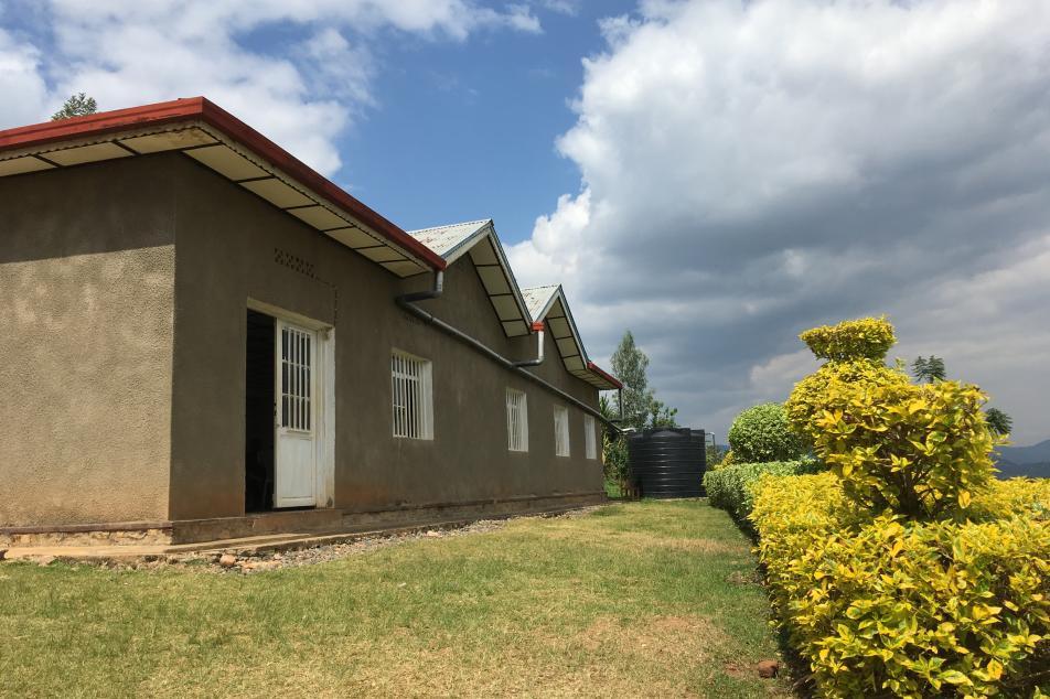 Cooperative building exterior